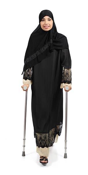 Arab-Woman-Crutches-Full